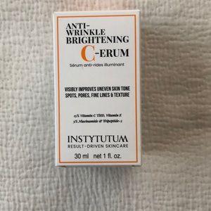 Instytutum brightening C-erum